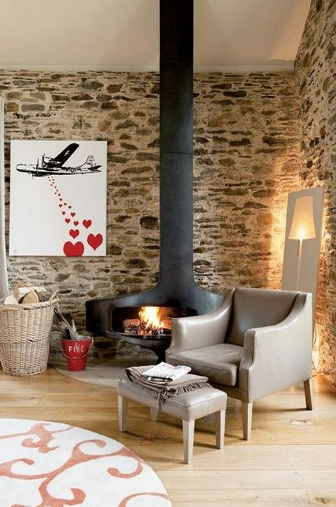 Natursteinwand-im-Wohnzimmer-kaminofen-leseecke Wohnen