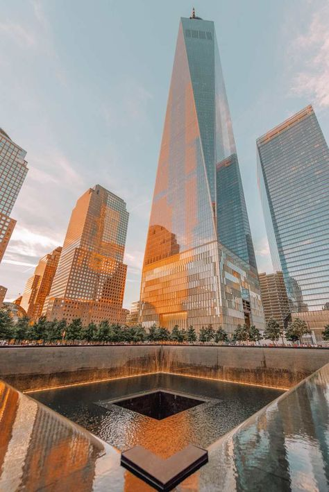 10 Best Areas Of New York To Visit - - New York is an incredible city! That being said, it's so much more than just one place, it's a huge mix of communities, neighbourhoods and the best areas of New York that are dotted all. City Aesthetic, Travel Aesthetic, Aesthetic Pastel, Building Aesthetic, Aesthetic Grunge, Aesthetic Photo, Aesthetic Girl, Visit New York, New York Tipps