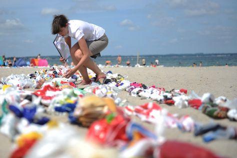 Millionen Tonnen Plastikmüll treiben durch die Meere. Nun will die EU den Verbrauch von Einweg-Tüten begrenzen - Irland hat es vorgemacht.