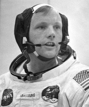 """A los 83 años, muere Neil Armstrong, el primer hombre en pisar la Luna...  """"un paso para el hombre pero un gran paso para la humanidad""""."""