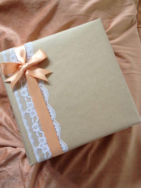 Gift Wrap Idea!!! Bebe'!!! Love the lace and satin ribbon and bow!!! http://regalosfabulosos.com/ideas-para-envolver-regalos-creativos-curiosos/