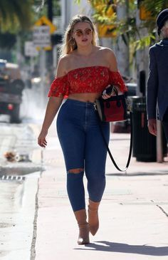Iskra Lawrence in Tight Jeans And Red Top At Miami – Vasankar Kumar – elanor.mod… Iskra Lawrence in Tight Jeans And Red Top At Miami – Vasankar Kumar – elanor.