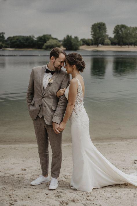 Moderne Hochzeitsfotos - Freie Trauung am Fühlinger See in Köln #outdoorwedding #strandhochzeit #beachwedding #modernehochzeitsreportage