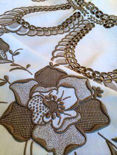 ce043b6cbd Linda esta toalha de Bordado Madeira!!  madeiraembroidery  vintage   handmade  bordal