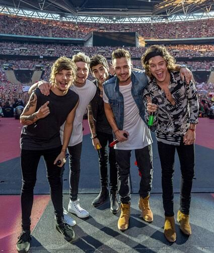 My Music Band One Direction by Niall Horan and Zayn Malik, Harry Styles, Louis Tomlinson! Four One Direction, One Direction Concert, One Direction Pictures, 0ne Direction, Direction Quotes, Zayn Malik, Niall Horan, Liam Payne, Louis Tomlinson