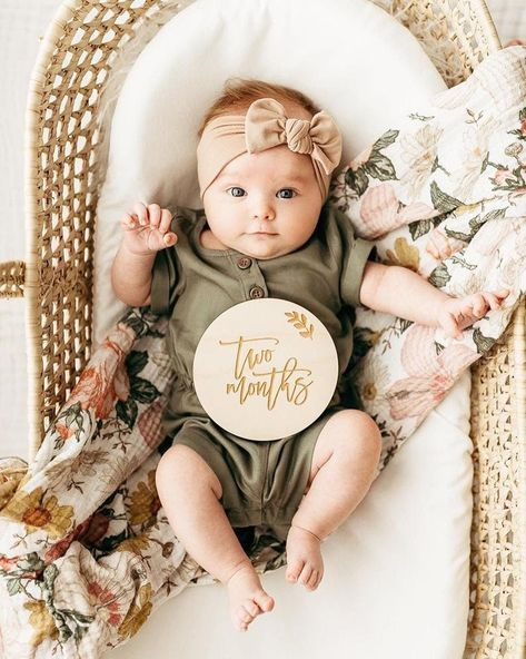 Two months with Ever ✨ Milestone Pictures, Baby Milestone Cards, Milestone App, Milestone Chart, 6 Month Baby Picture Ideas, 2 Month Old Baby, Baby Shooting, Monthly Baby Photos, Foto Newborn