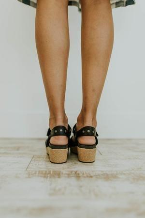 ef731cfacf8 Summer Flat-bottomed Buckle Solid Color Sandals
