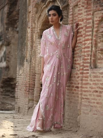 Here are some of the comfy and chic Kaftan designs straight out from the house of couture designers that you can consider giving a try on your wedding.
