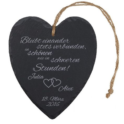 Massives Herz aus Schiefer als Geschenk für das Brautpaar. Jedes Herz ist ein Unikat und wird auf Wunsch individuell graviert.