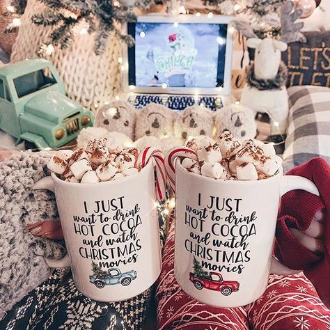 And our holiday weekend tradition BEGINS ✨🙌🏼👯‍♀️🎄☕️ Hot cocoa by the Christmas tree with my bestie @glitzy_girl and Christmas movies! Our favorite ❤️ // I can't even tell you how excited we were to start this back up! And I couldn't wait to share some new holiday mugs with you — how perfect are these by @sweetminthandmade?!