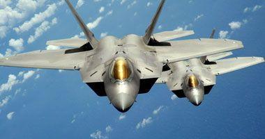 طائرة حربية روسية تعترض مقاتلة إف 22 أمريكية فى سماء سوريا عاجل