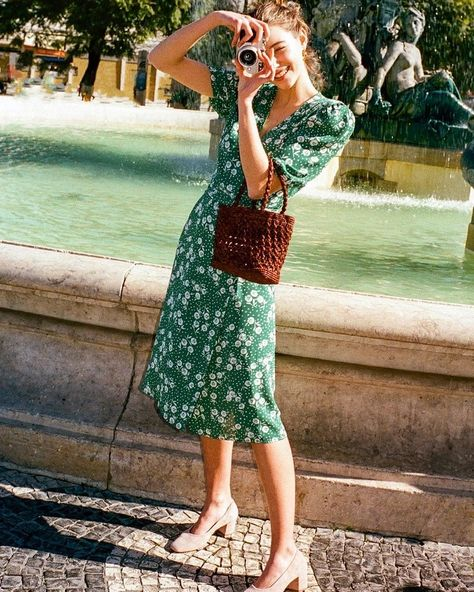 How To Create The Ultimate Capsule Wardrobe For Spring - Street Style Summer Outfits Women, Spring Outfits, Summer Dresses, French Girl Style, My Style, Style Parisienne, Moda Boho, Paris Mode, Street Style