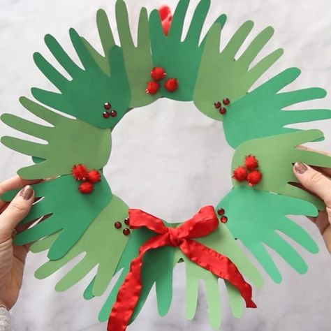 Handprint Wreath -  CHRISTMAS HANDPRINT WREATH – this is such a cute keepsake and Christmas craft for kids! Love how  - #craftsdecoracion #craftsforkids #craftsforteenstomake #diycrafts #handprint #wreath