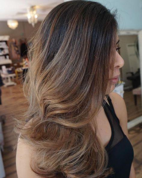 Hellbraune haare mit blonden strähnen