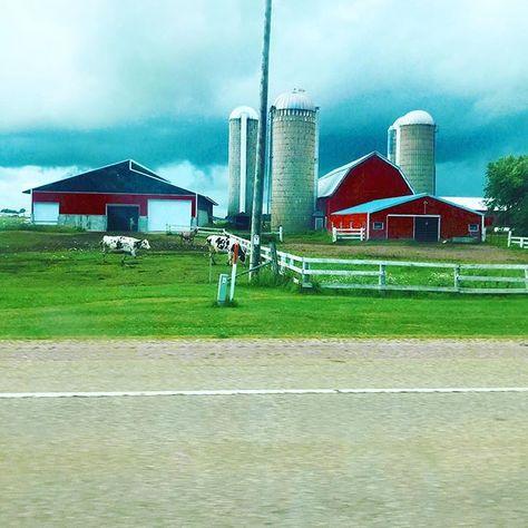 Midwest love.#midwest #midwestlove #midwestlife #midwestlifestyle #wisconsin #midwestbloggers #wisconsinblogger #travelwi #travelwisconsin #discoverwi #discoverwisconsin #redbarn #midwestbeauty