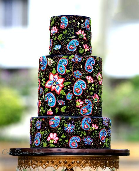 Embroidery in Royal icing. - Cake by Prachi Dhabaldeb