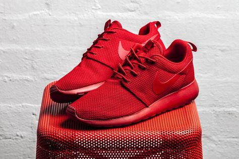 A Vibrant Nike Air Max Tavas In University Red •