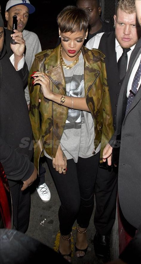 Jacket Rihanna Paquin New Army Leather Jacket Jacket Features: Outfit type: Leather Jacket Gender: Female Color:Camouflage Front: Front Zip Closure Collar: Double Shirt Collar Lining: Viscose Lining Pockets: Two pockets