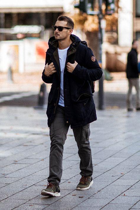 Er Saut Seine Jeans Voll