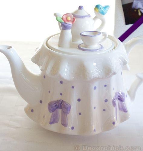 Teapot with little tea set and bluebird Tea Pot Set, Pot Sets, Cute Teapot, Teapots Unique, Porcelain Dinnerware, China Porcelain, Teapots And Cups, My Cup Of Tea, Chocolate Pots