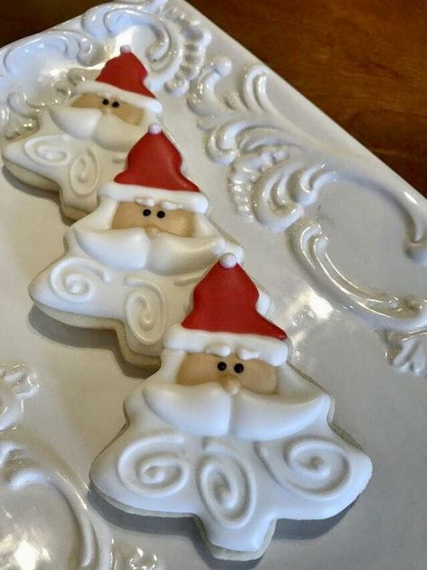 Here are the best Christmas Cookies decorations ideas for your inspiration. These Christmas Sugar Cookies decorated with royal icing are cutest desserts. Christmas Sugar Cookies, Christmas Sweets, Noel Christmas, Christmas Goodies, Holiday Cookies, Christmas Candy, Christmas Baking, Santa Cookies, Holiday Desserts