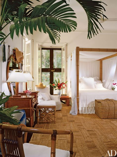 Colonial Style Ralph Lauren And, of course, no British Colonial look is complete without a few tropical plants scattered about.Ralph Lauren And, of course, no British Colonial look is complete without a few tropical plants scattered about. Interior Tropical, Tropical Home Decor, Tropical Houses, Tropical Colors, Tropical Furniture, Modern Interior, Tropical Paradise, Interior Paint, Room Interior