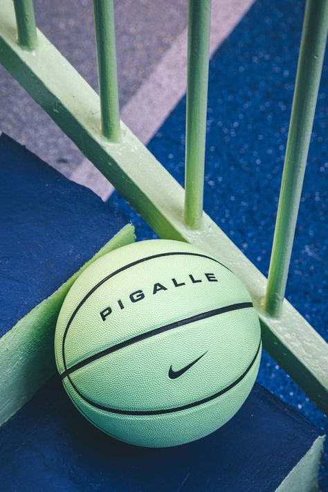 Created by the Pigalle brand and Nike, in collaboration with the creation studio Ill-Studio, the basketball court rue Duperré in Paris shines with new colors a Photo Wall Collage, Picture Wall, Nike Basketball, Basketball Court, Pigalle Basketball, Basketball Background, Wow Photo, Green Pictures, Basketball Photography