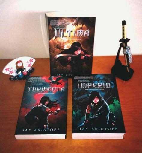 I finally bought the last book of the trilogy. I can't wait to start reading it!   Por fin me he comprado el último libro de la trilogía. ¡Qué ganas tengo de empezar a leerlo!
