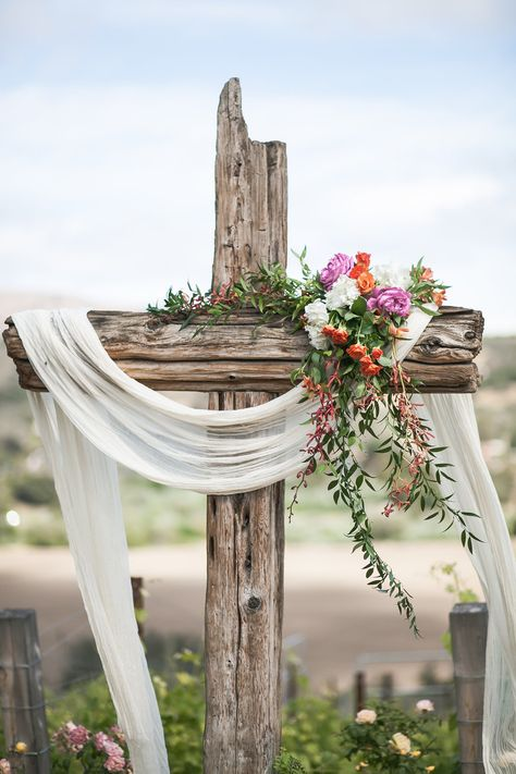 We love this ceremony idea! What a gorgeous rustic cross with beautiful florals. We love this ceremony idea! What a gorgeous rustic cross with beautiful florals. The Casitas Estate, Arroyo Grande, CA. Altar Decorations, Wedding Decorations, Rustic Cross, Wedding Cross, Rustic Wedding, Easter Cross, Happy Easter, Wedding Ceremony, Field Wedding