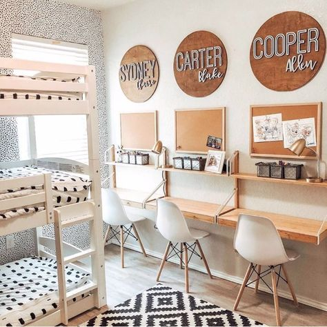 35 Fascinating Shared Kids Room Design Ideas - Planning a kid's bedroom design can be a lot of fun. It can also be a daunting task as you tackle the issue of storage and making things easy to clean. Kids Homework Room, Kids Homework Station, Kid Desk, Study Room For Kids, Desk For Kids, Kids Desk Space, Kids Workspace, Study Space, Kids Study Areas