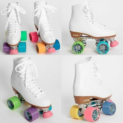 Standard-level skates with authentic Chicago Boot in white. The vinyl Girls Rink Deluxe skate from Chicago Skates features eyelets and speed hooks. It has a polished aluminum chassis with adjustable aluminum trucks. Roller Skates For Sale, Chicago Roller Skates, Outdoor Roller Skates, Retro Roller Skates, Roller Skate Shoes, Quad Roller Skates, Roller Derby Girls, Roller Disco, White Roller Skates