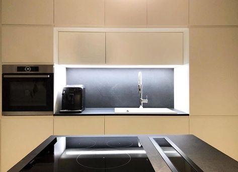 Ante Laccate Su Misura.Cucina Su Misura Realizzata A Progetto Parete Lavandino Con