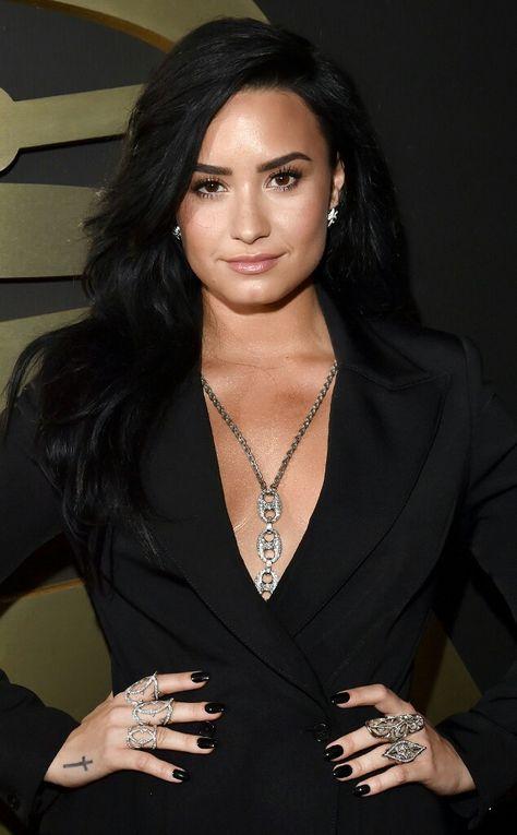 Demi Lovato saç modelleri 2018 demi lovato balo saç