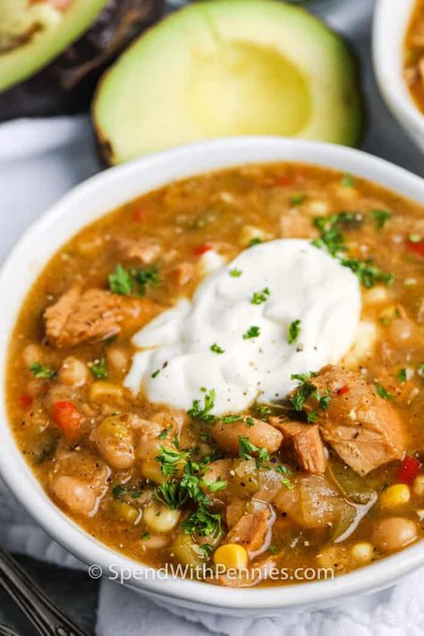 White Turkey Chili is a great way to feed a crowd! Serve at a potluck or a picnic, it will stay warm in the crock pot until you're ready to serve! #spendwithpennies #whiteturkeychili #recipe #maindish #healthy #easy
