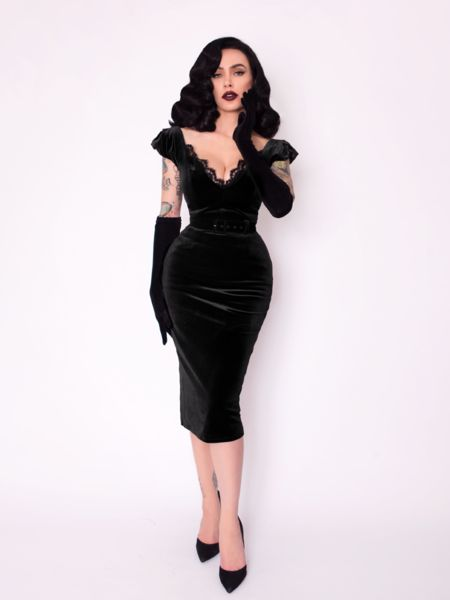 Inspired by the most iconic gothic ladies in film, this plunge Morticia style velvet gown has the most full mermaid skirt. This gothic glamour gown is fully lined and features a matching inch faux leather velvet covered belt.
