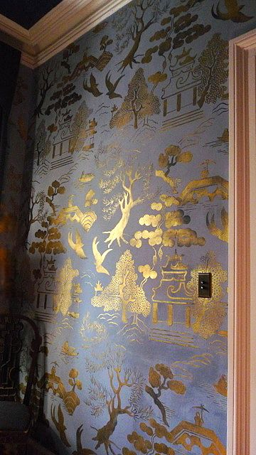 Gold & blue Chinoiserie walls. Fabulous! I hope a customer does something similar with our Willow Pattern stencils