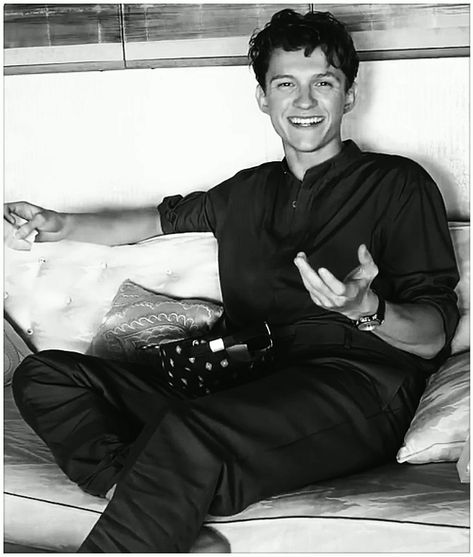 [Geek]Tom Holland smile cute