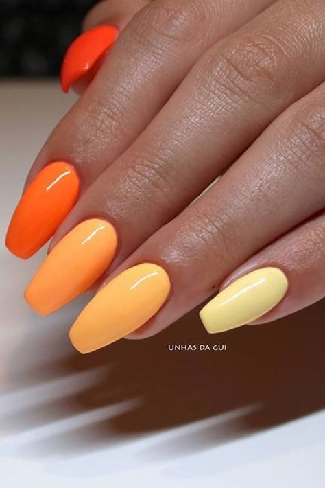 Different Color Gradient Nail Art Looks to Recreate At Home Simple Acrylic Nails, Acrylic Nails Coffin Short, Summer Acrylic Nails, Best Acrylic Nails, Simple Nails, Summery Nails, Aycrlic Nails, Gradient Nails, Colour Gradient