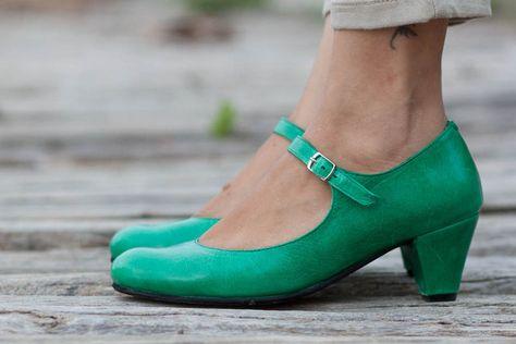 Grüne Pumps / Mary Janes aus Leder - ein Designerstück von BangiShop bei DaWanda