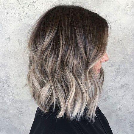 Hairstyles Featuring Dark Brown Hair With Highlights 23 In 2020 Popular Short Haircuts Short Hair Balayage Short Balayage
