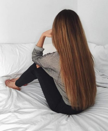 Gorgeous hair. It would be a dream to have a pretty, feminine boyfriend sitting on the bed like this, waiting for me to brush and braid his hair. Dream....!