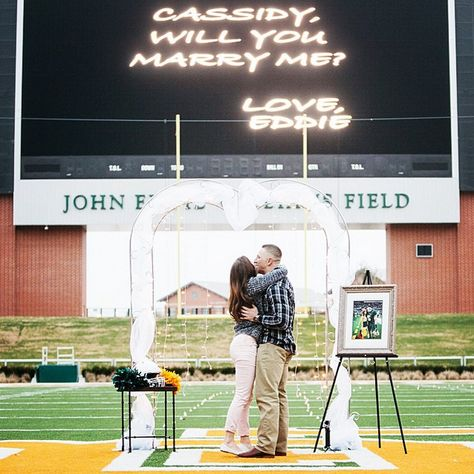 This is how former Baylor football player Eddie Lackey proposed to his girlfriend (now fiancée). Baylor men, you've been challenged.