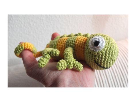 Crochet Chameleon  Gehäkeltes Chamäleon  Pattern in Japanese: http://amigurumisenunclick.blogspot.mx/2012/03/patron-patroniguanaaaa.html
