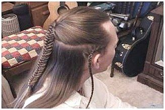 Legolas Braid Instructions Perfect For Your Cosplaying Needs Mediumhairbraiding Click Now To See More Kids Braided Hairstyles Hair Styles Medium Hair Braids