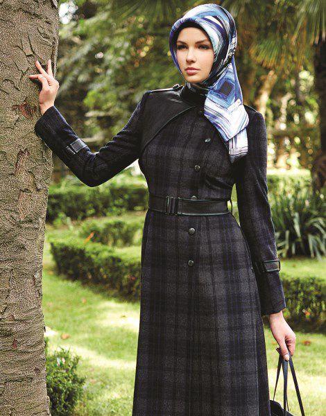 Zuhre Tesettur Ekose Kaban Modelleri Moda Tesettur Giyim Moda Stilleri Ekose Moda