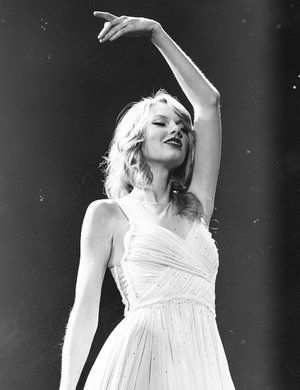 Find images and videos about black and white, red and Taylor Swift on We Heart It - the app to get lost in what you love. Taylor Swift Facts, Taylor Swift Quotes, Taylor Swift Pictures, Taylor Alison Swift, Taylor Swift Red Tour, Red Taylor, Jesy Nelson, Billboard Music Awards, Keith Urban