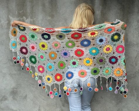 Large, warm and cosy shawl to liven up dreary spring, summer and autumn days. Width: 220 cm = 86.6 in ...+ fringes Height: 70 cm = 27.6 in...+ fringes Length of fringes: 11 cm = 4.3 in Beautiful handmade floral details make this piece special. It accentuates your femininity with floral
