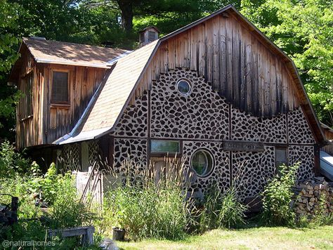 Like most farmsteads all over the world, homes, workshops and barns are made from natural local materials, but not all of them with the distinctive and quirky style of this 1970s cordwood house in Bayfield County, Wisconsin, USA. www.naturalhomes.org/timeline/bayfield-cordwood.htm