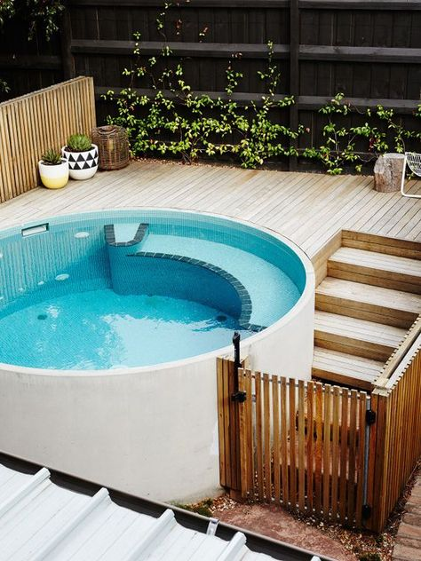 What Is a Plunge Pool | Picture Of round white plunge pool for outdoors