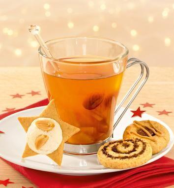 Ein heißes Getränk mit Calvados und Weißwein zu Weihnachten